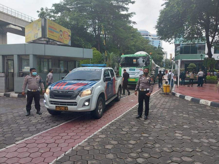Demi Keamanan, Polda Riau Kawal Pengiriman Oksigen ke Jakarta Untuk Pasien Covid-19