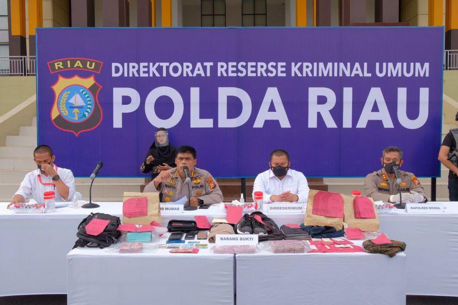 Ditkrimum Polda Riau dan Sat Reskrim Polres Rohul Tangkap Pelaku Rampok ATM BRI Sebesar Rp 755 Juta