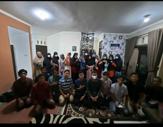 Tim PKM Fekon UNILAK Latih Remaja Mushola Almanshurin Ciptakan Usaha di Tengah Pandemi