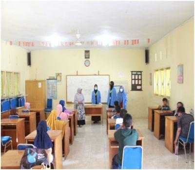 Dua Mahasiswa KKN-DR Plus UIN SUSKA Riau Berbagi Ilmu di MDTA Al-Hikmah Kelurahan Maharatu