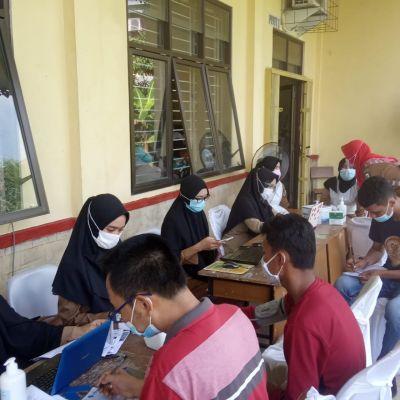 Kecamatan Rumbai Mengadakan Vaksinasi Massal di Gedung Serbaguna