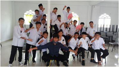 Mahasiswa Kukerta Integrasi Universitas Riau Latih Pembuatan Buzzwire di Amal Mulia Boarding School