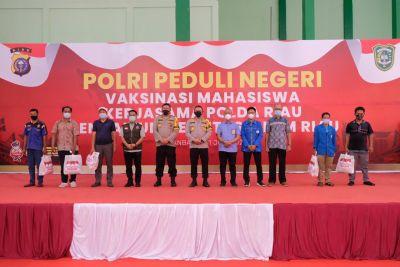 Polda Riau Bersama UIR Vaksinasi Generasi Muda Sebagai Penerus Bangsa