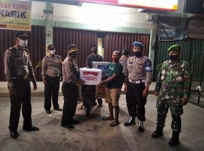 Polsek Rumpes Salurkan Bantuan dari Polda Riau Untuk Masyarakat Rumbai